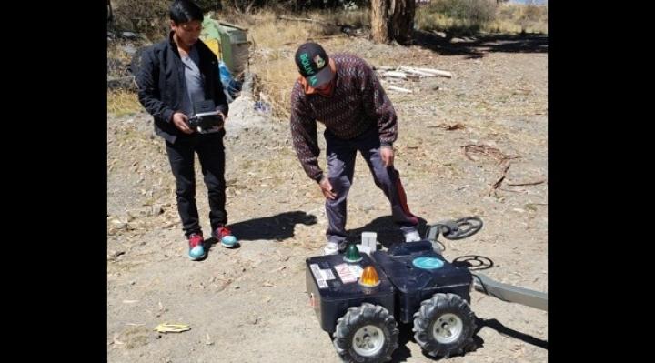 Estudiantes de ingeniería se preparan para futuros concursos de robótica