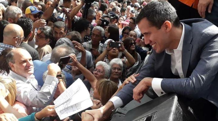 Titular de la Asamblea Nacional se declaró presidente interino de Venezuela y la OEA lo reconoce