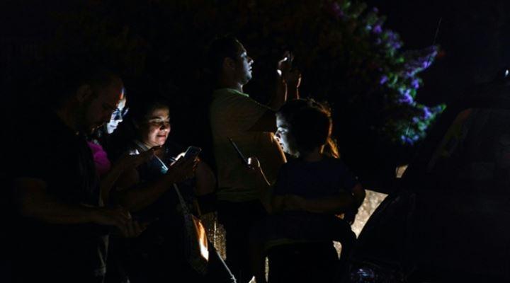 Maduro no da fecha de restablecimiento de luz, pero suspendió clases y actividad laborales hasta el miércoles