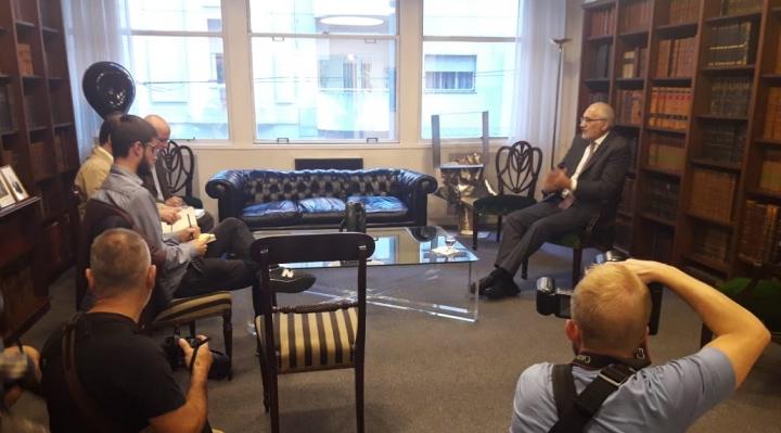 Mesa llegó a Montevideo para sostener reuniones con expresidentes y ofrecer una conferencia magistral