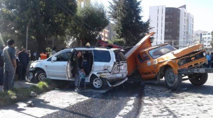 Una colisión múltiple deja al menos un fallecido y once heridos en Achumani