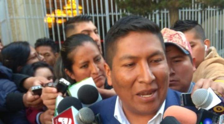 """Alcalde de Achocalla dice que Revilla está """"nervioso"""" y que él no firmó ningún contrato con IGBlue"""