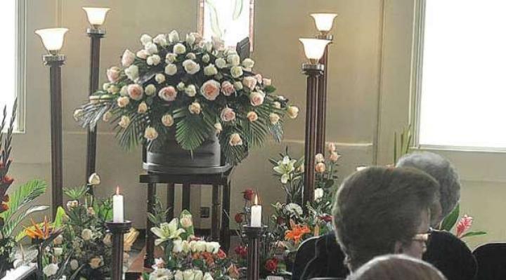 Numerosas muestras de solidaridad tras accidente que mató a jóvenes médicos