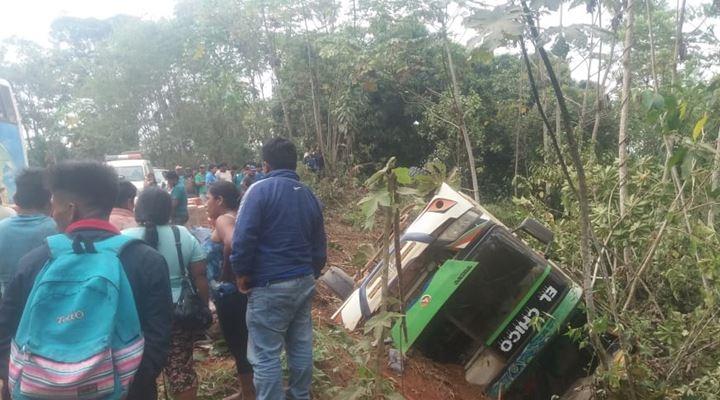 Accidente de un bus deja al menos tres fallecidos en ruta Guayaramerín Palos Blancos