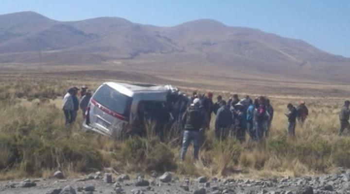 Al menos 11 personas mueren en carretera Oruro Huanuni por invasión de carril