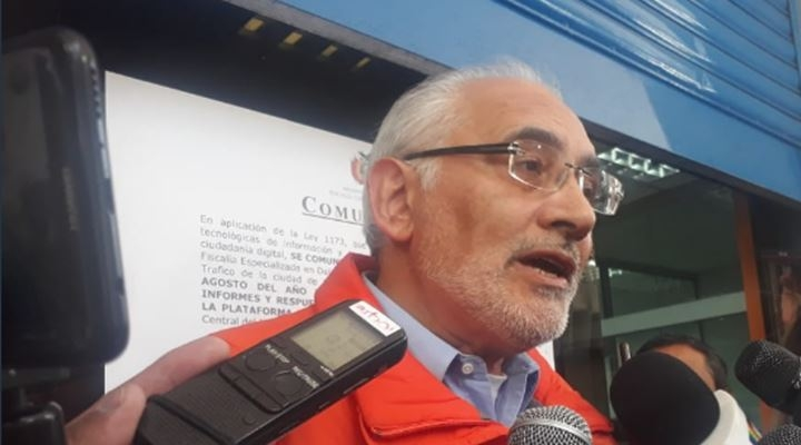 """Cercado por 7 procesos, Mesa denuncia a 3 """"socios"""": TSE que favorece a Ortiz y éste cómplice del MAS"""