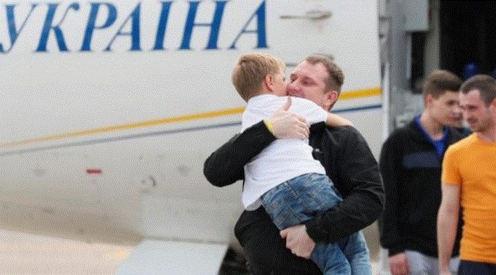 El histórico intercambio de prisioneros entre Rusia y Ucrania con el que ambos países buscan reducir tensiones