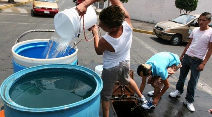 Masivo corte de agua semiparaliza a la capital mexicana