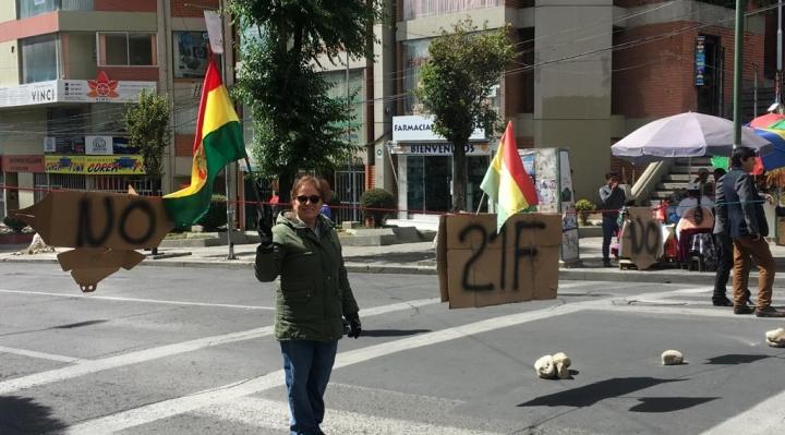 Contundente paro cívico en varias ciudades del país contra la habilitación de Evo Morales