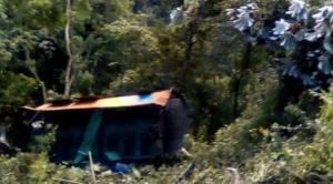 Al menos cinco personas mueren tras embarrancamiento de bus en La Asunta 1