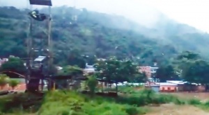 Al menos 17 viviendas se desplomaron por inundación en la población de Tipuani