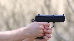 Bolsonaro firma decreto que permite tener armas sólo en domicilio