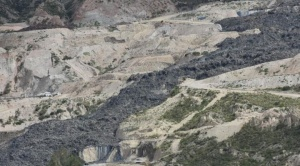 Lixiviados (basura en descomposición) se derraman en Alpacoma después de un deslizamiento