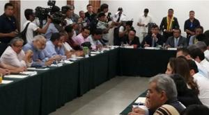 Cuatro candidatos presidenciales, cívicos y miembros del Conade se reúnen en Santa Cruz
