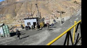 Vuelven a Huanuni policías y militares para evitar el robo de minerales
