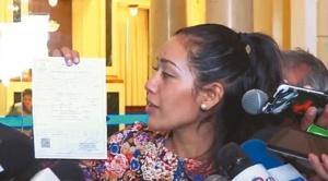 """Excónsul en Chile y exsenador del MAS pide a Adriana Salvatierra """"renunciar por ética y chilena"""""""