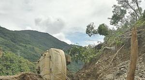 Derrumbe en sector Challa obliga a cerrar carretera entre Yolosita y Caranavi