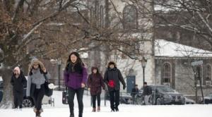 La ventaja de Canadá frente a EE.UU. y Reino Unido para atraer a cada vez más estudiantes extranjeros