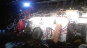 Sube a 24 los fallecidos por choque de un bus y una volqueta en la ruta entre Oruro y Potosí