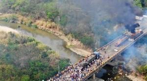 Régimen de Maduro reprime y deja al menos 5 muertos, 285 heridos y tres camiones incendiados