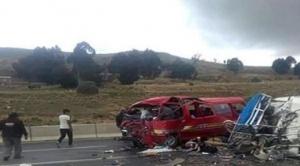 Colisión de volqueta y minibús deja tres fallecidos en carretera Oruro Potosí