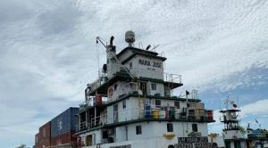 Arriba el primer buque con 82 contenedores al Puerto Jennefer, ubicado sobre el canal Tamengo