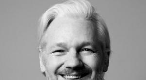 Evo condena detención de Assange y la violación de la libertad de expresión