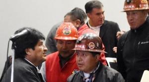 Dirigencia de la COB aceptó aumento del 4% al haber básico y 3% al salario mínimo