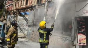 Falla de un equipo de construcción causó un incendio en una tienda de comida rápida
