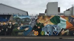 Irlanda del Norte: los muros de acero y concreto que separan a católicos y protestantes en pleno siglo XXI