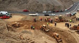 Una roca impide avanzar hacia donde se encuentran los tres bolivianos en Chile 1