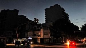 Un gigantesco apagón afecta a toda Argentina, también a Uruguay y sur de Brasil