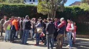 Cientos de venezolanos hacen cola frente al Consulado de Chile para obtener una visa de ingreso a ese país 1
