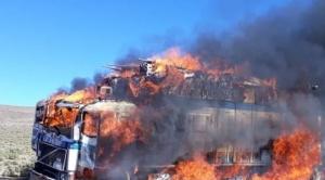 30 camiones con contrabando rompen control militar y al menos 5 de ellos fueron quemados 1