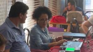 Bolivianos residentes en Miami denuncian que están esperando más de seis horas para ser empadronados
