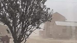 Ceniza del volcán Ubinas de Perú cubre pastizales, agua y afecta al ganado en poblaciones fronterizas de Bolivia 1