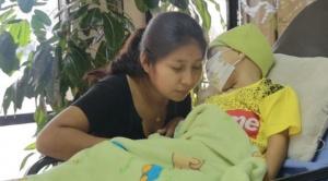 Niño Sebastián parte a Brasil para recibir tratamiento especializado