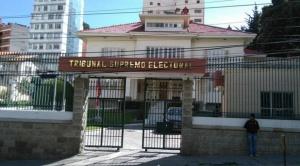 Vocal Gonzales contradice a su colega Costas y asegura que no se podrá sustituir a los candidatos que renunciaron