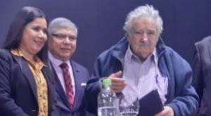 """Mujica llega al país y elude dar una respuesta que ponga en entredicho a su """"amigo"""" Evo"""