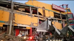 Poderoso terremoto y tsunami dejan varios muertos en Indonesia