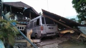 Sube a más de 380 el número de muertos por terremoto y tsunami en Indonesia