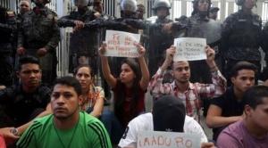 Muere un concejal opositor venezolano detenido; según el fiscal se suicidó