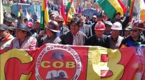 Evo lidera marcha de la COB, afín al gobierno