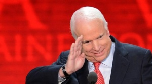 McCain recibe tributos en Vietnam y en EEUU lo recuerdan como político civilizado