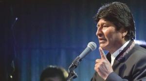 Presidente Morales ofrece construcción de campos deportivos en Argentina 1