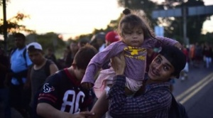 """Caravana de migrantes: """"¡Ayúdenos, no nos regresen!"""", miles ya caminan por México 1"""