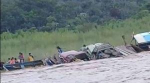 Una embarcación se hunde en río Mapiri 1