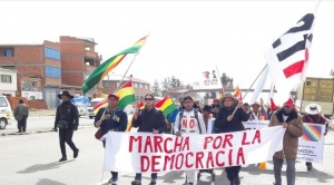 Tres grupos de marchistas se dirigen a La Paz para exigir al TSE la inhabilitación de Evo y Álvaro