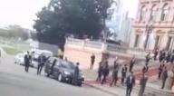 "Grupo de residentes gritan ""Bolivia dijo No"" a Evo cuando llegó a la Casa Rosada"