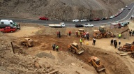 Una roca impide avanzar hacia donde se encuentran los tres bolivianos en Chile